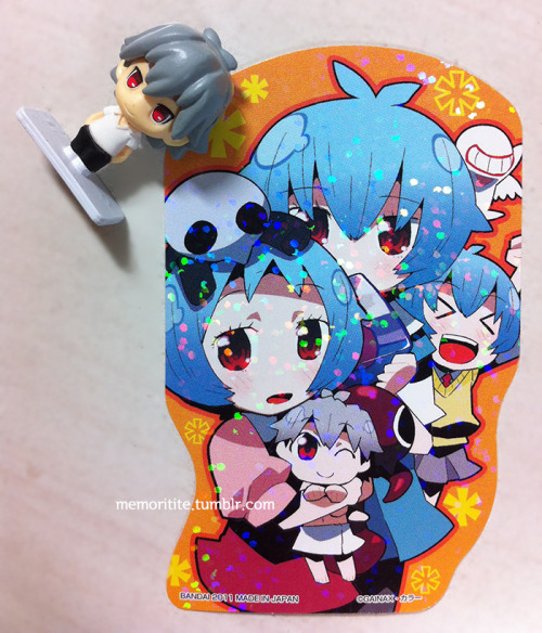 memoritite:  ぷちえう゛ぁ ステッカーコレクションPuchi Eva (Petit Eva) Sticker Collection200 yen/package, 4 stickers in one bag, total of 48 types (link)  stickers inside are random, so I had to buy 30 bags to collect all of them The one in this picture is one of my favorites, look at that innocent little cuddly Kaworu (or Tabris?) smiling (> <) whoaaaaaaa plus I think such combination is quite rare… Rei trio and little Tabris?      Little Rei (considered Rei 1 in the TV series, called Rei 3 in Petit Eva) has a Kaworu plushie that she sometimes carries around. (Someone has a crush~)