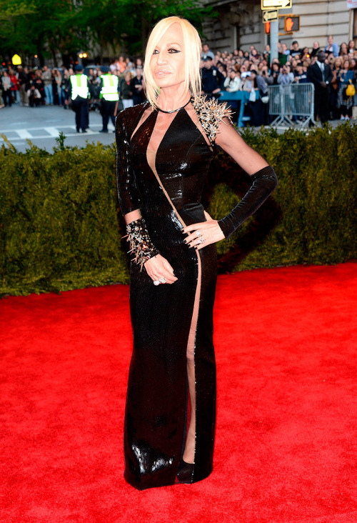weslah:  rougevision:  Donatella Versace at the MET Gala 2013.  dead.