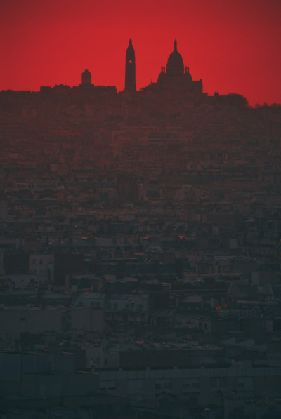 zeroing:  Montmartre daybreak by Kuba Luchtaj on Flickr.