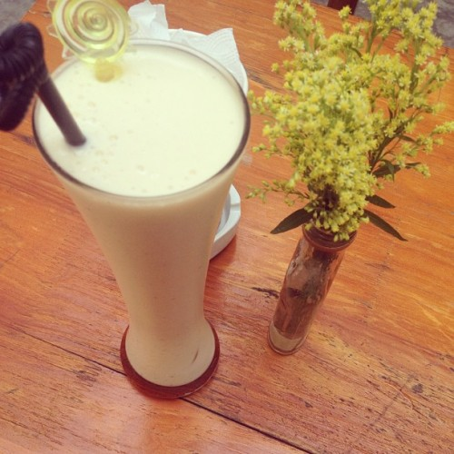 Banana & Mango Smoothies, for the hot burning holiday #sangchieutoi #banana #mango #smoothies #holiday #summer #hanoi (at Sáng Chiều Tối Cafe)