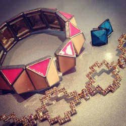 #julesjewels of the day: @jcrew mixed with some of my favorite #mysorrelli pieces