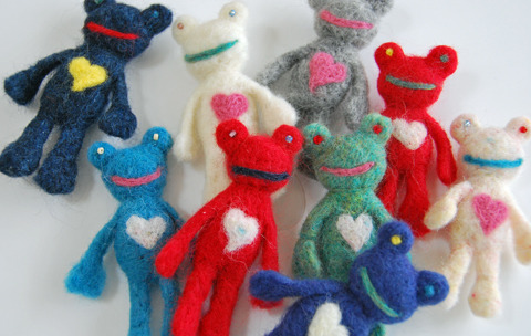 Fofo e criativo. sosuperawesome:  Needle felt works by http://maa1985.tumblr.com/