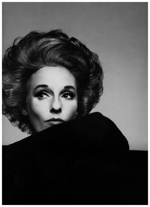 savetheflower-1967:  Babe Paley modeling for Vogue. Photo by Richard Avedon, 1967.