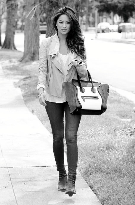l0stwhispers:  forthosewhocravefashion:  Shay   She's so beautiful!
