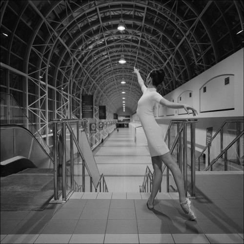 Alys - Skywalk, Toronto Help support the Ballerina Project and subscribe to our new website  Follow the Ballerina Project on Facebook For information on purchasing Ballerina Project limited edition prints.