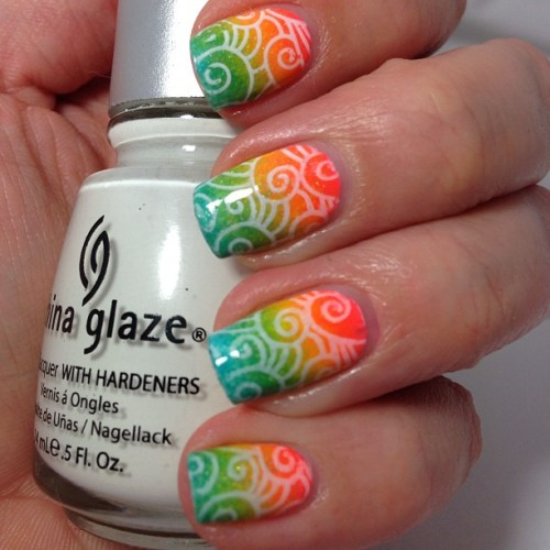 A similar mani was posted by @nailz_craze_plushable last week, but a friend of mine wanted to see how it would look with a white stamping :)