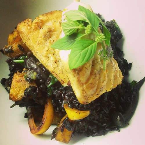 Late #lunch ! Baked spiced codfish with #organic Ifugao black rice veggie paella #yummy #stufficook #foodporn #foodbyaua #sharefood #homecook