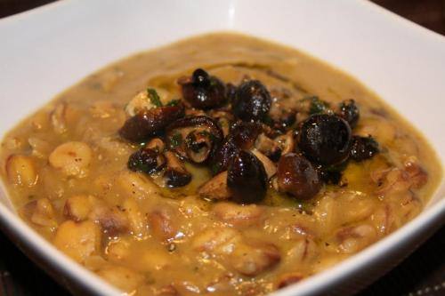 Zuppa di cicerchie e funghi chiodini - Chickpeas and chiodini mushrooms soup