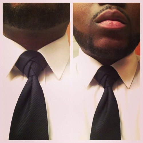 Decided to try my hand at the Eldredge Knot. After 30 mins of going at it, came out pretty nice I might say. How To Tie A Eldredge Knot
