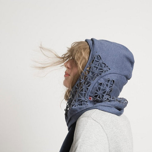 "muushuu:  Petschen- Cutout Hooded Scarf ""Aha""  100% Cotton"