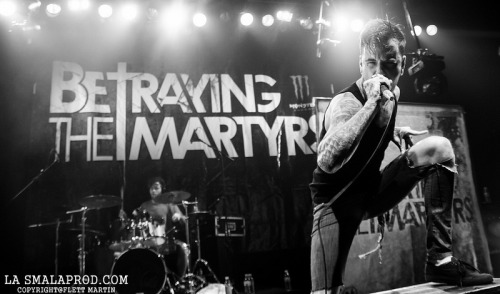 Aaron Matts live with BETRAYING THE MARTYRS in Annemasse, France, a few days ago ! Like & Share.Photo: Flett Martin.