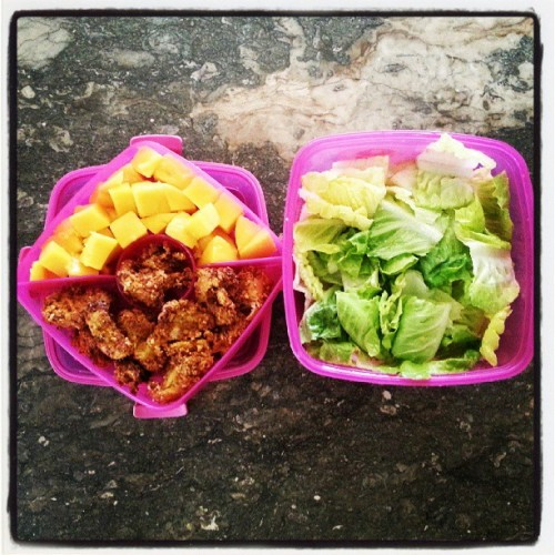 What's for #Lunch : mango, lettuce, and spicy chicken nuggets. #PSPfit #missionfitchick #yummy #healthy #salad