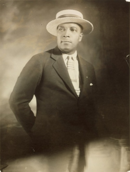 holdthisphoto:  Self-portrait in boater hat, 1925 by James Van Der Zee
