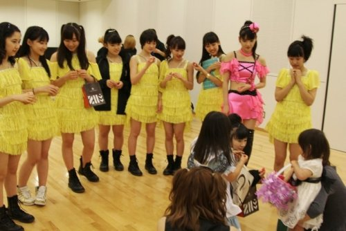 dreamygirlkawaii:  Morning Musume and Tsunku's daughters