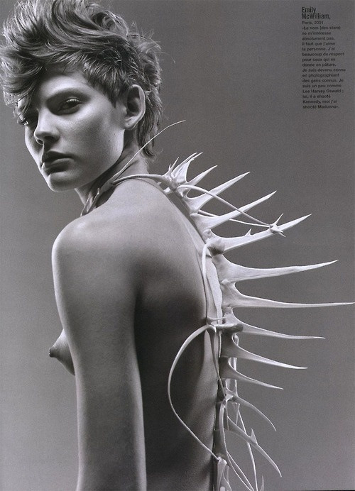 obscurus-mag:  fishbone spine couture.