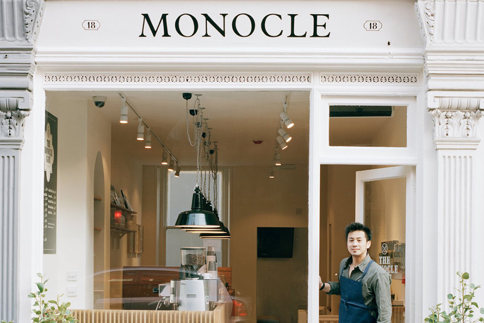 What a slice! London's Monocle Cafe Located in the affluent inner-city area of Marylebone and in a 18th century building, the Monocle Cafe offers an elegant and contemporary space for snacks + drinks. Craving more Monocle? The new issue has landed on our shelves!