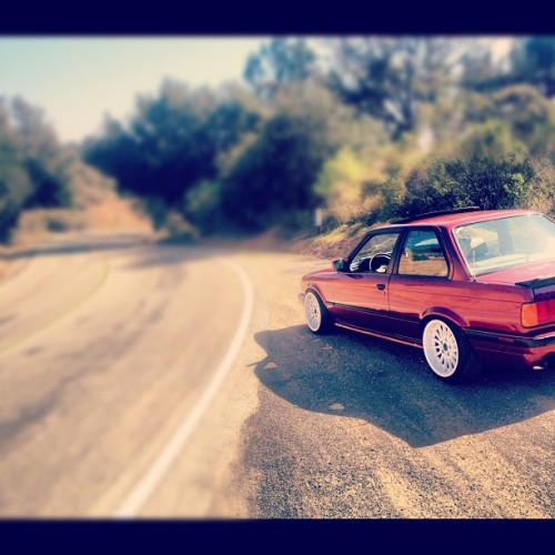 Throwbackkkkk, jk this was Tuesday lolol. #e30 #bmw #euro #illest #stance #euro #canyonrun #drift #bayarea #sf #oakland #redwoodroad #calypso #bbs #wide #datass