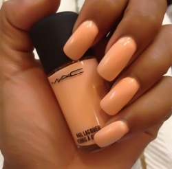 golddiggerr:  love it   I want this color!