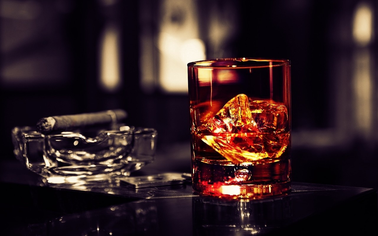 richmenslife:  Whiskey and cigar