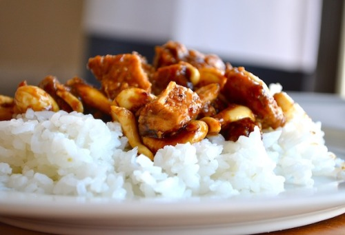 in-my-mouth:  Crock pot cashew chicken