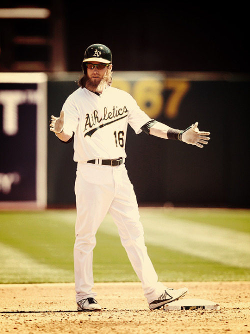 Josh Reddick hit a two-run double as part of a six-run first inning on April 17, 2013. (Photo: Ezra Shaw/Getty Images)