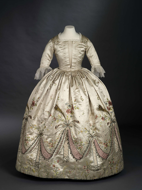 "omgthatdress:  ""Grand Habite"" believed to have belonged to Marie Antoinette 1780s The Royal Ontario Museum"