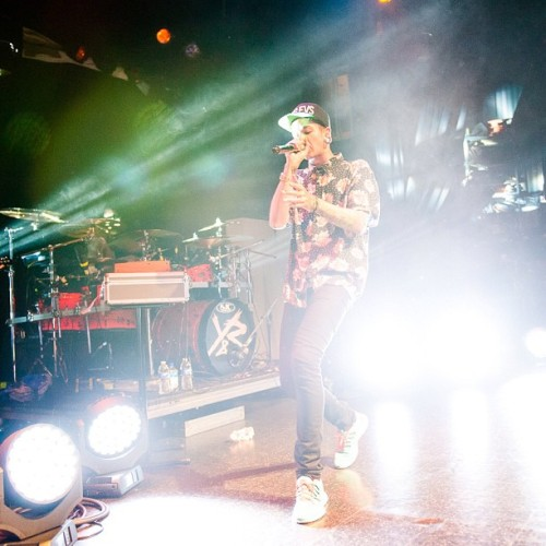 ilovetmills:  EL REY night 1. photo by @emilioyr