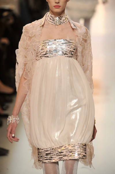 queenbee1924:  crushculdesac:  via ZsaZsaBellagio  Chanel Spring 2010
