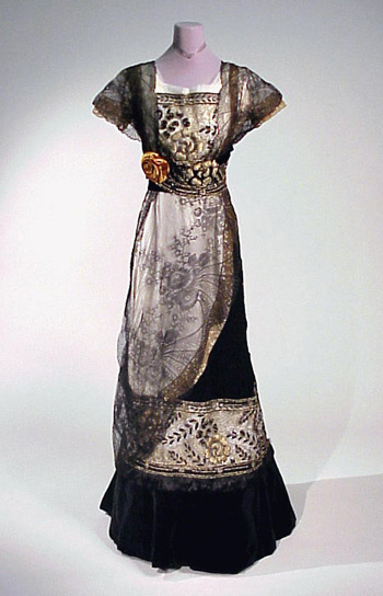fripperiesandfobs:  Evening dress ca. 1910 From Doyle New York