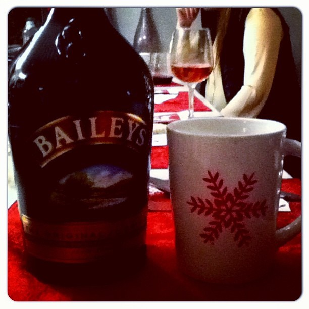 ☕ A Christmas Drink to keep me up ALL night • Baileys & Coffee ✨🎄❄❤ #cozy #christmas #upallnight #winter #yum #drink #love
