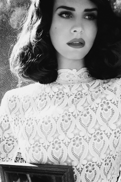 ivebeen-trill:  e-uropean:  one of my favorite singers <3  Lana
