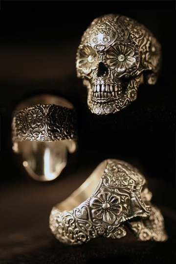 londonwarrior:  I like my skulls in gold favim.com  There's that jewelry lust again.