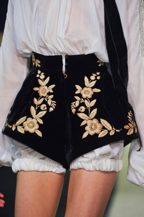 highqualityfashion:   Ulyana Sergeenko SS 13