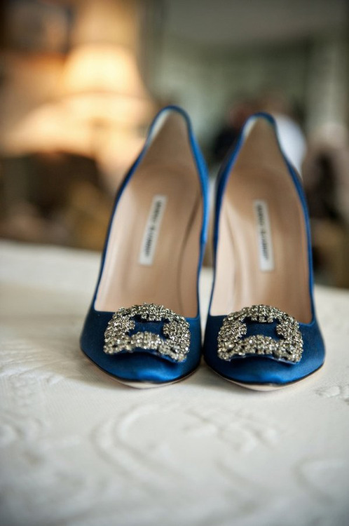 longingforlovely:  Carrie Bradshaw's now famous wedding shoes by Manolo Blahnik.  Omg these are my dream wedding shoes!