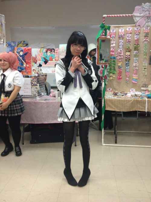 "rose-lalonde:  look at this fucking adorable homura that was at springfest omg i just wanna pinch her cheeks and take her home "","