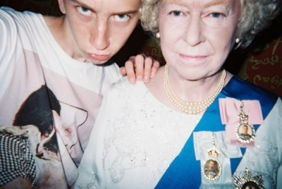 acid-on-coke:  chillin' with da queen