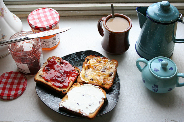 balsamea:  perrrf:     breakfast by louveciennes on Flickr.   awwwwwww perf