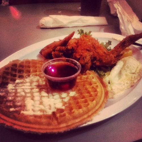 Home of chicken and waffles for mama after seeing Goapele. #GoodTimes w/ @bluv18 mom and ray