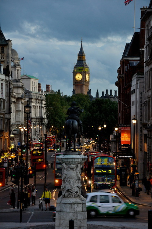 bluepueblo:  Dusk, Trafalgar Square, London, England