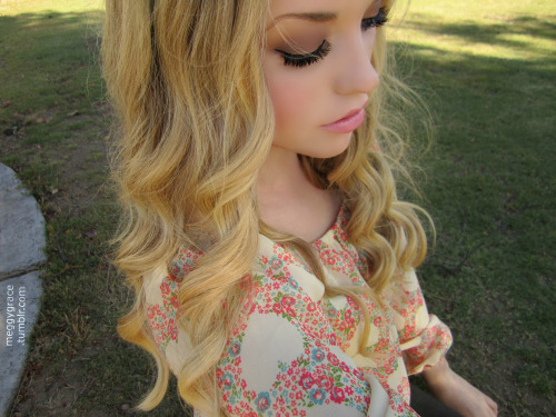 candycolada:  meggygrace:  Yesterday's hair.  omg your so pretty! self esteem just went down :P