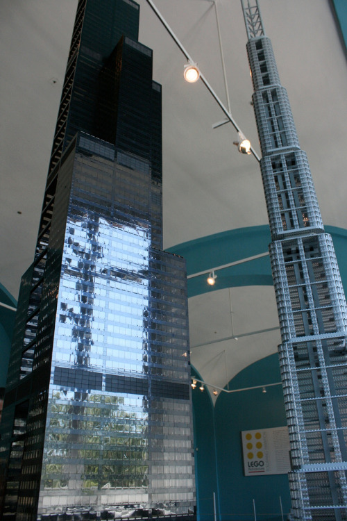 pag-asaharibon:  Willis Tower and 7 South Dearborn as part of National Building Museum's LEGO® Architecture: Towering Ambition exhibit.