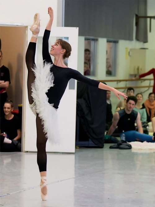 "tsarina-ballerina:  omg she's just like ""hey there foot what's good"""