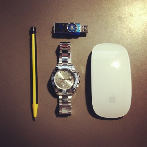 Goog morning * have a nice friday * #apple #watch #pen #time #friday #work #table #mouse
