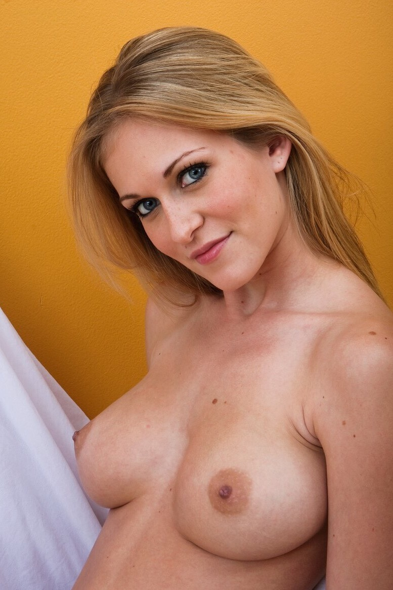 The most delicious Jaclyn for Femjoy  Fabulous figure, just sexy :))))  Enjoy!