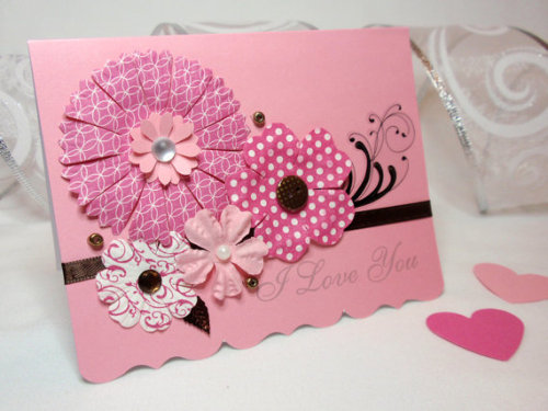 Send them a bouquet that will never fade with this lovely handmade card (available here) and have a fantastic Valentine's day!