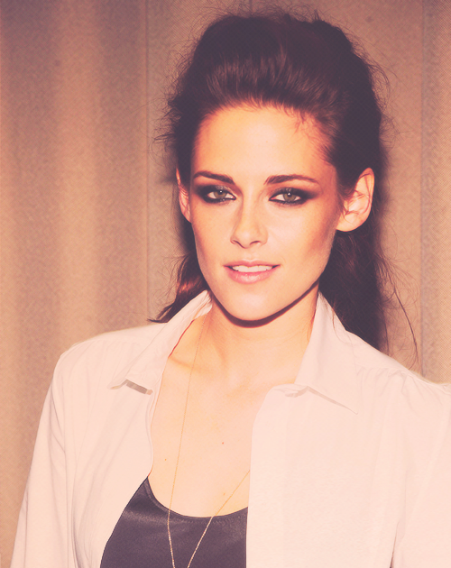 Kristen Stewart be my friend pleaseeeee with a cherry on top!
