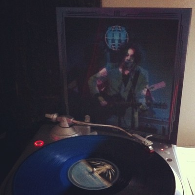 #nowlistening to #jackwhite's 'live at third man records' double LP on blue/black split colored vinyl. this one has a beautiful lenticular cover. so awesome! #thirdmanrecords #thirdmanvault #tmr #thirdmanvault #vaultpackage14 #vinyl #vinyligclub #records #LPs #nowplaying