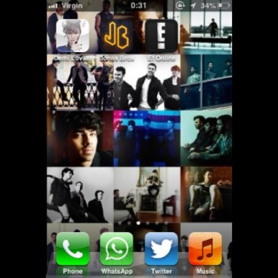 I'm in love with my new BG…  Is that weir? #background #bg #jonas #jobros #joejonas #joe #nick #nickjonas #kevin #kevinjonas #jonatic #jonasfan #jonatica #jonasbrothers #apps #iphone