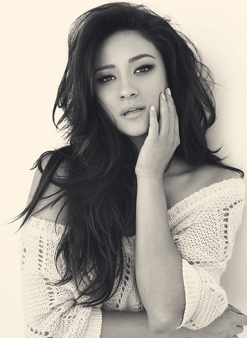 19/25 Pictures of Shay Mitchell.