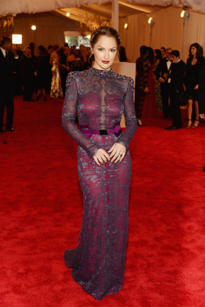 whitegirlstrugglez:  hollywood-fashion:  Minka Kelly in Carolina Herrera at the 2013 Met Gala.  Wow